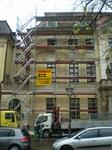 Treppenturm vor Fassadengerüst